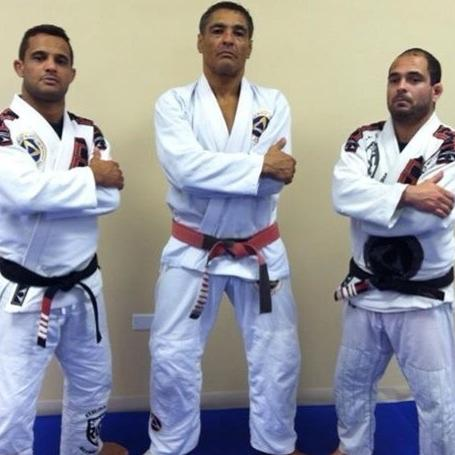 Learn Gracie BJJ here! – Rothwell Mixed Martial Arts