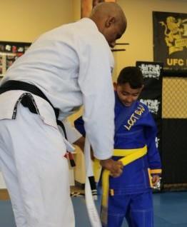 How to tie your BJJ belt.